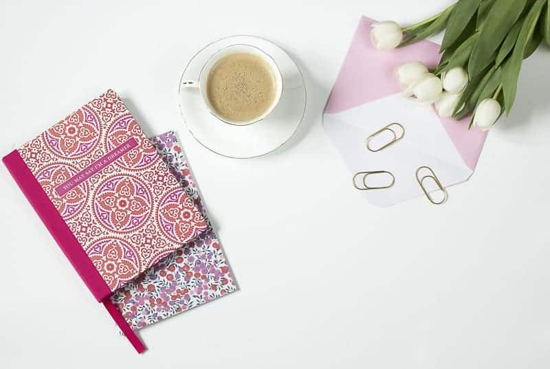 Red note, coffee and tulip for Pinterest inspiration