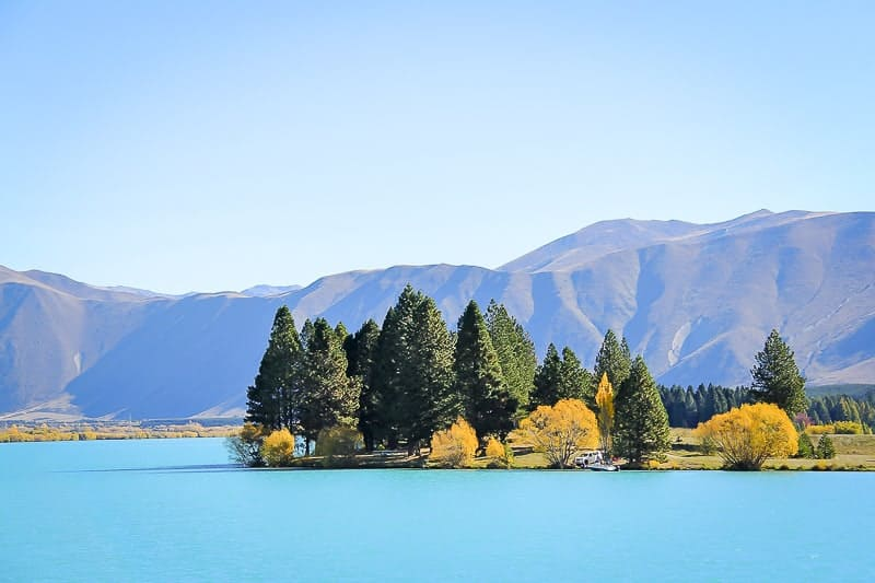 Lake and Mountain in New Zealand