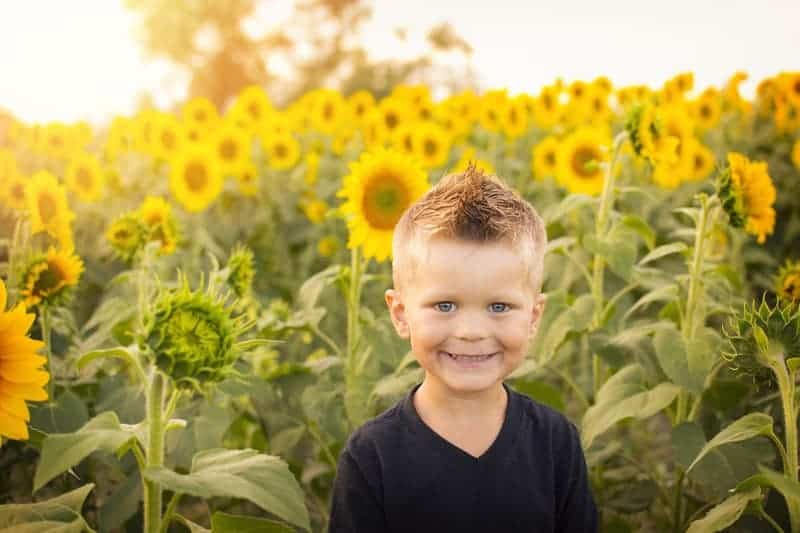Kid with San Flowers