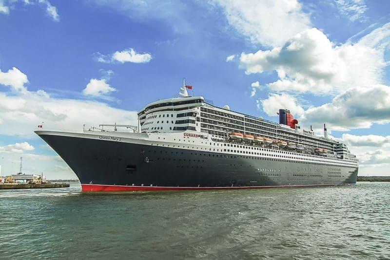 Queen Mary II leaving Southampton Cruise Terminal