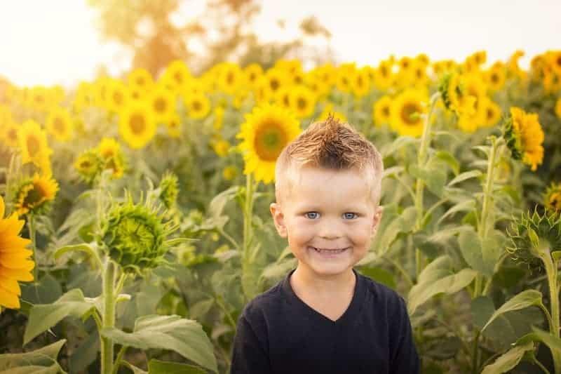 Kid with San Flowers